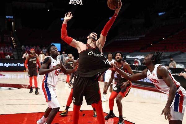 簡達破紀錄30籃板拔「塞」