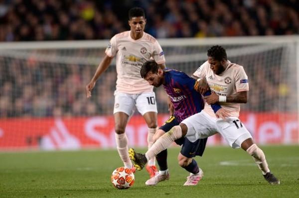 曼聯於歐聯慘敗巴塞隆拿出局。