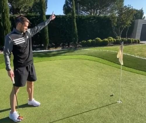 冇波踢?巴爾花式打Golf解悶