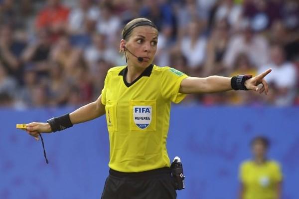 女球證執法歐聯 花柏又做「一姐」