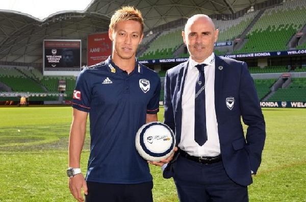 本田原定計劃在世盃後結束足球員生涯,但幸得到墨爾本勝利的賞識。