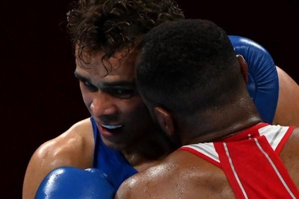 摩洛哥拳手重演「泰臣咬耳仔」