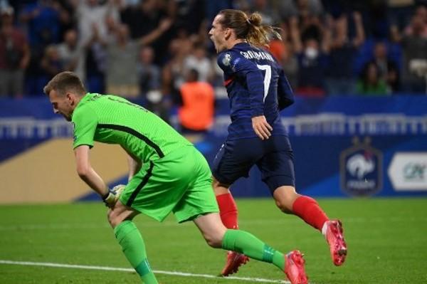 基斯文起孖 法國2:0搶「芬」