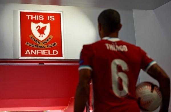 點解艾簡達拿唔肯掂This is Anfield牌?