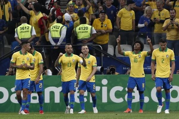 巴西今場大炒秘魯。