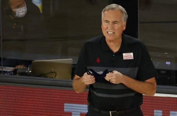 迪安東尼辭任火箭教練