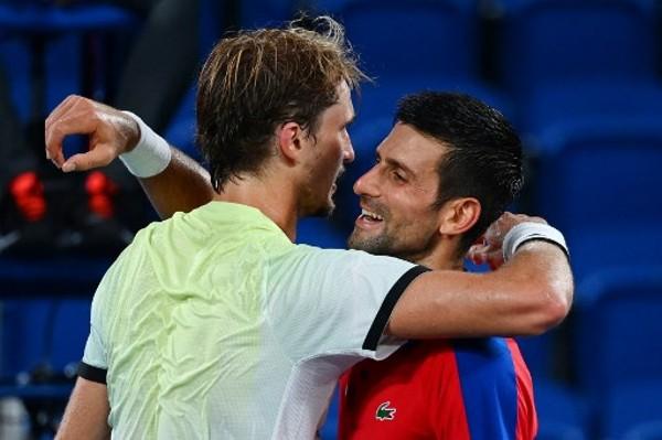 施華利夫和祖高域賽後互相擁抱。